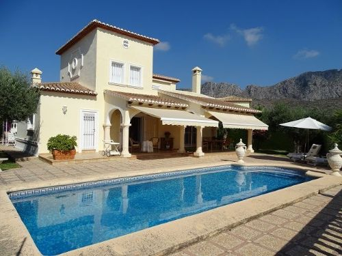 Luxury Villa For Sale in Beniarbeig