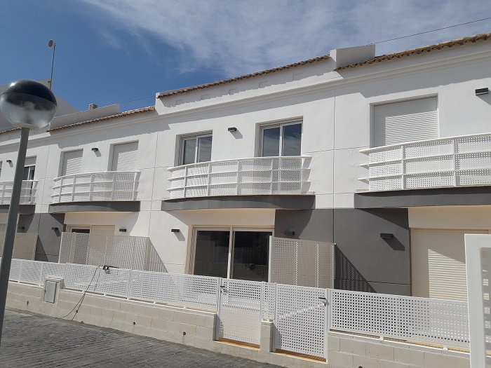 Townhouse For Sale in Las Marinas